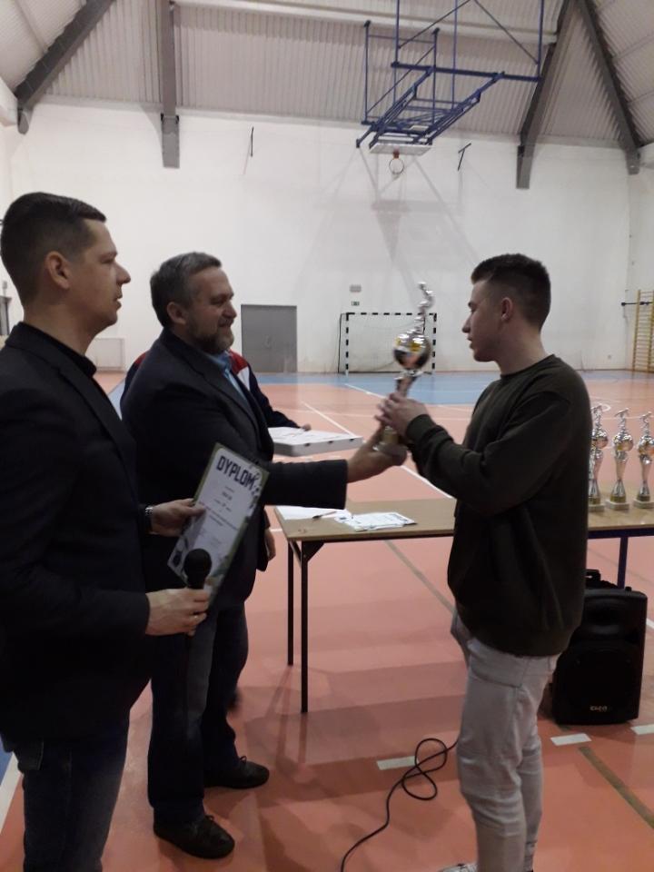 wręczanie pucharów przez Burmistrza Miasta Pułtusk