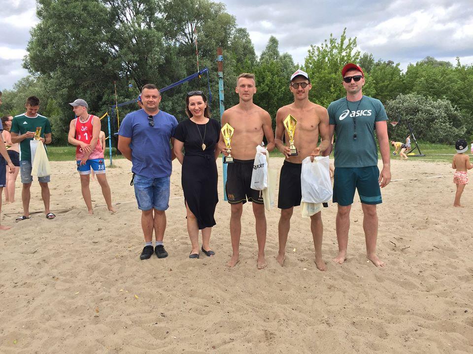 VII Pułtuski Turniej Siatkówki Plażowej Pułtusk zdjęcie pamiątkowe zwycięzców
