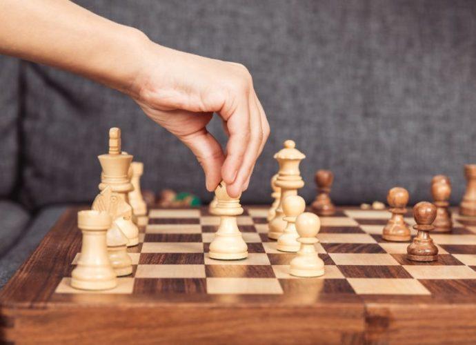 Obraz przedstawiający planszę do szachów